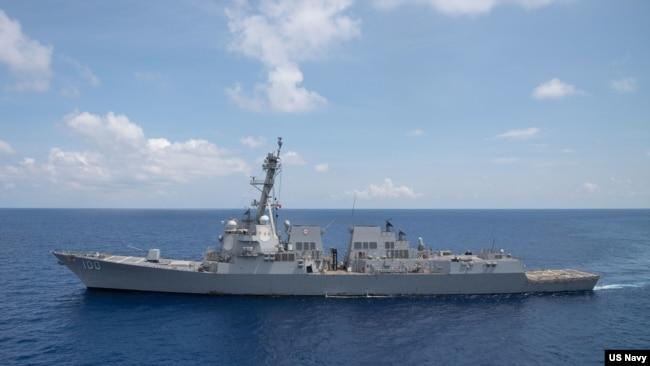 美国海军基德号USS Kidd导弹驱逐舰2021年7月13日穿越南中国海(美国海军照片)